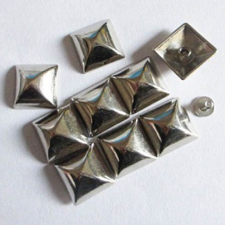 "2/5"" Pyramid Spike (10x10mm)"