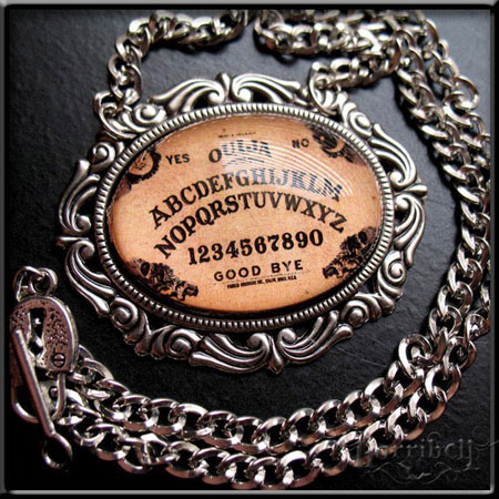 Ouija Board Necklace by Horribell