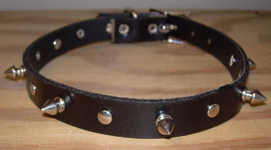 "1 Row Of Alternating 1/2"" Spikes And Rivets Leather Choker"